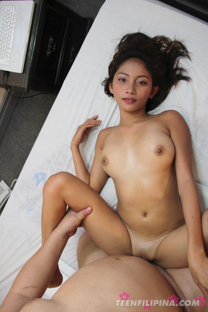Filipina Maybel Russian Pissing Voyeur